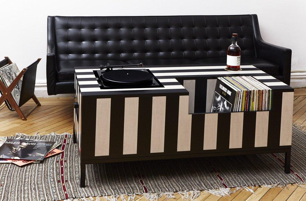 Atocha_Design_Kick_Back_Vinyl_Table_1024x1024