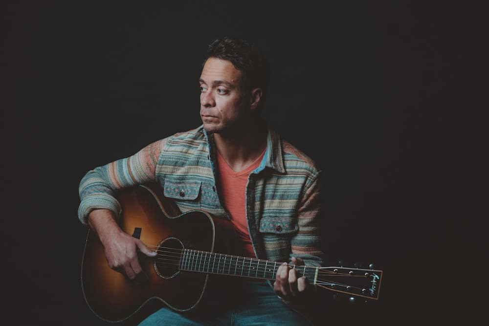 Amos Lee: Waiting for the Music