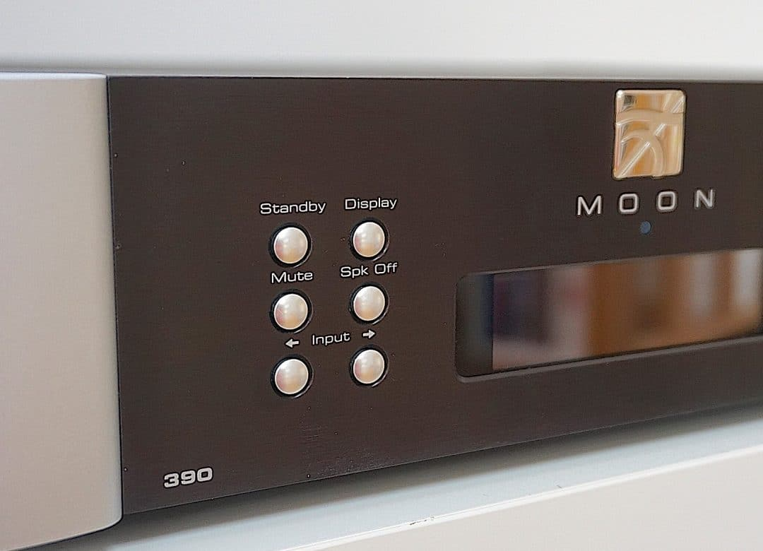390 Streamer & Pre-Amplifier From Moon - The Audiophile Man